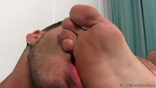 Jackson Grant cums while having his feet massaged and licked